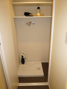 代官山マンション 扉付の洗濯機置き場