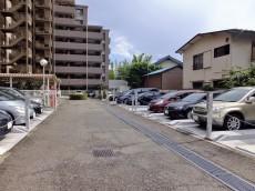 芦花公園パークホームズ 駐車場