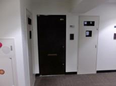 パレロワイヤル六番館 玄関