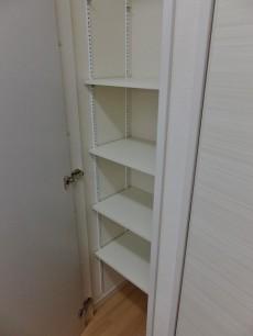 パレロワイヤル六番館 キッチン物置