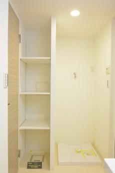 目黒サンケイハウス リネン棚と洗濯機置き場