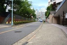 青山コーポラス 前面道路