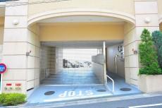 グランシティワンダーマークス 駐車場入り口
