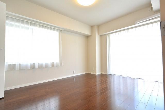 南平台セントラルハイツ 約7.3帖の洋室