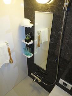朝日落合マンション 浴室換気乾燥機が設置されたバスルーム