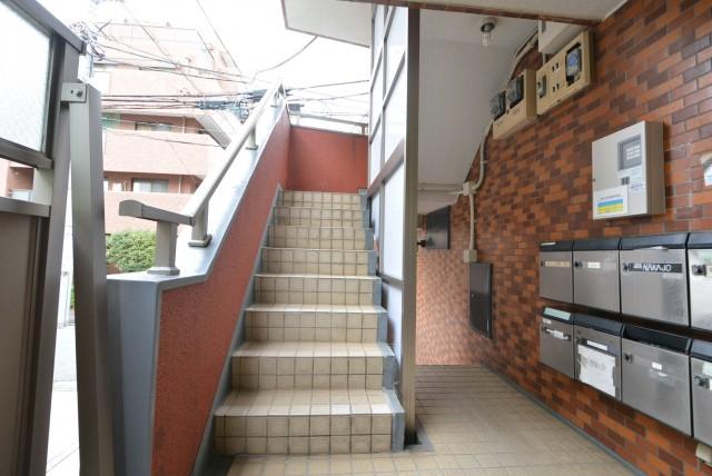 ニューウェルハイツ第2自由が丘 階段・外廊下