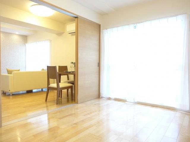 ニューシティハイツ日本橋 洋室+ダイニングキッチン