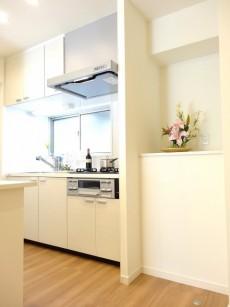セブンスターマンション第二日本橋 キッチンと棚