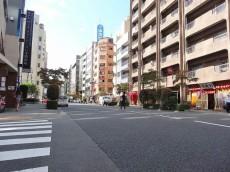 セブンスターマンション第二日本橋 マンション前の大通り