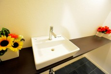 ヴァンヴェール南平台 トイレ手洗いカウンター