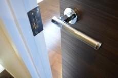 成城エコーハイツ 洋室の扉803