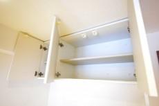 ボーン赤坂 キッチンの吊戸棚