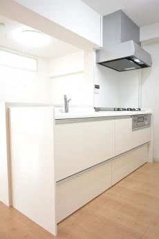 ライオンズマンション南平台 開放感のあるオープンキッチン