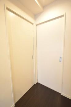 シャンボール新中野 ベッドルームドア