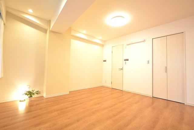 スカイプラザ赤坂 約9.0帖の洋室