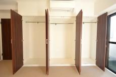 ヴァンヴェール南平台 8.17帖ベッドルームのクローゼット501