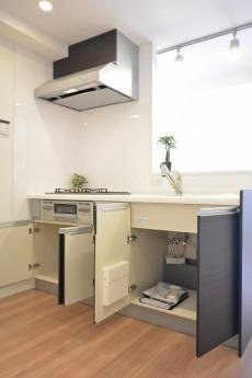 東建第2上町マンション 対面式キッチン