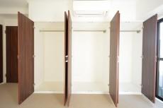 ヴァンヴェール南平台 8.17帖ベッドルームのクローゼット401