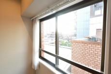 南青山セピアコート 6.4帖ベッドルームの窓