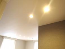 音羽ハウス 7.15帖のベッドルーム 照明
