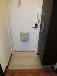 トールサイズのシューズボックスが設置された玄関
