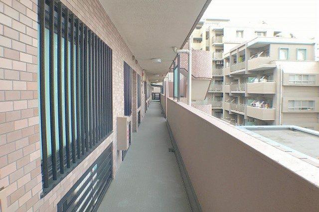 ライオンズヴィアーレ幡ヶ谷 外廊下