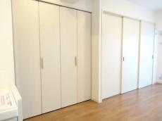 ヴェラハイツ浜町 物入れと洋室の扉