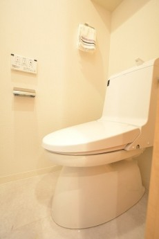 日興パレス南麻布第2 ウォシュレット機能付きトイレ