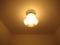目白武蔵野マンション 玄関照明はレトロで可愛い