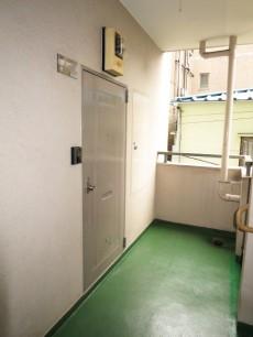 新宿パークサイド永谷 玄関前廊下