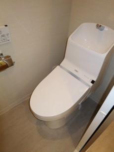 新宿パークサイド永谷 ウォシュレット付のトイレ