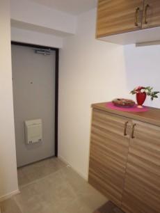 西新宿ハウス 広々・収納たっぷりの玄関306
