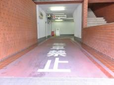 サニークレスト三田 駐車場