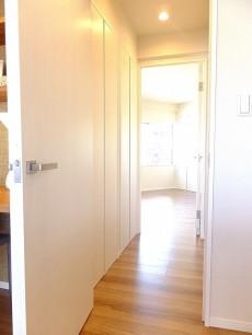 マンション白金苑 トイレと収納スペース