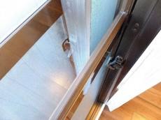 ニックハイム飯田橋 5.5帖のベッドルームの二重サッシ