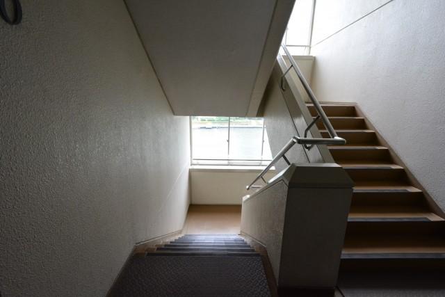 月島リバーハウス 階段