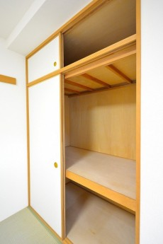 クリオ高田馬場壱番館 6.0帖の和室押入れ