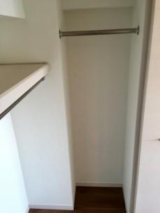 日商岩井方南町マンション 洋室約6.1帖収納