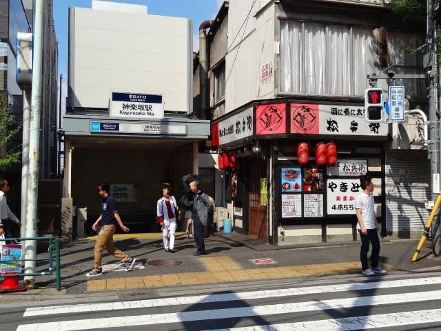 赤城神社・パークコート神楽坂 神楽坂駅