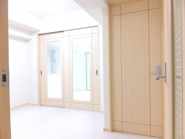 メイゾン等々力 洋室の扉
