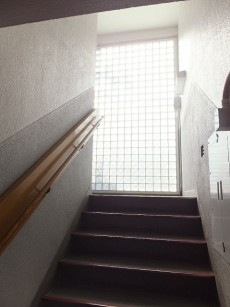 理研不動前ビル 共用階段