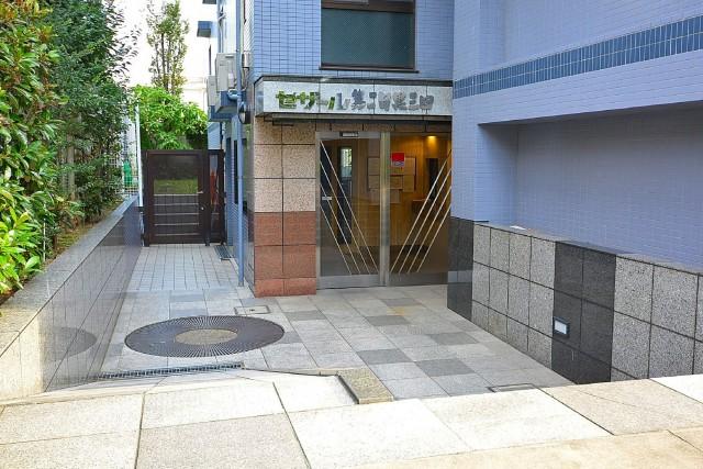 セザール第2目黒三田 エントランス