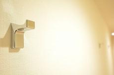 赤城神社・パークコート神楽坂 廊下のフック