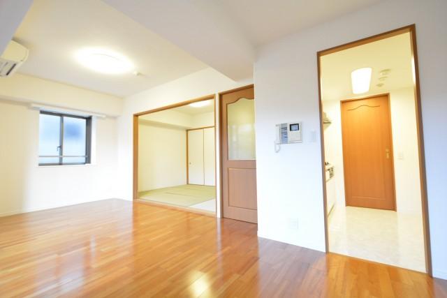 高田馬場パークハウス弐番館 10.6帖のリビングダイニング