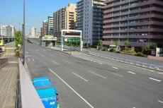 大森ハイツ マンション前の第一京浜