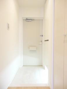 マイキャッスル蒲田 白基調の明るい玄関