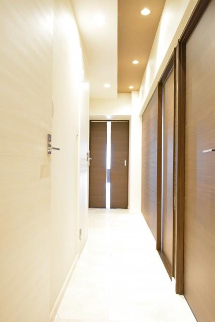 マンション高輪苑 天然大理石貼りの廊下