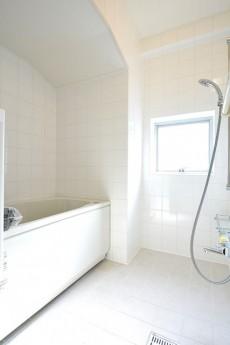 宮園コーポ さわやかな雰囲気のバスルーム