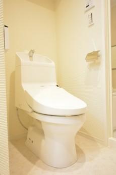 サンローゼ新宿 ウォシュレット付きトイレ