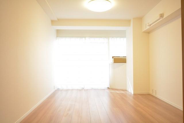 サンローゼ新宿 洋室約8.3帖